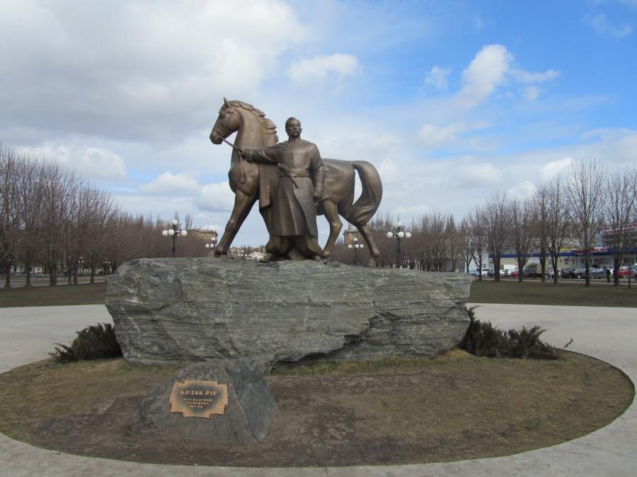 Памятник казаку Рогу